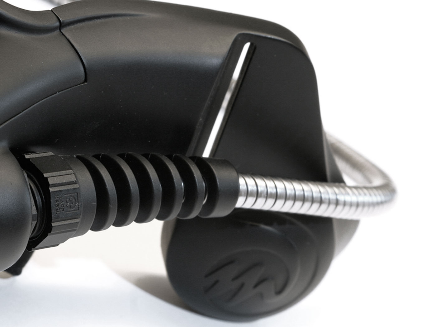 virtual-reality-headset-03